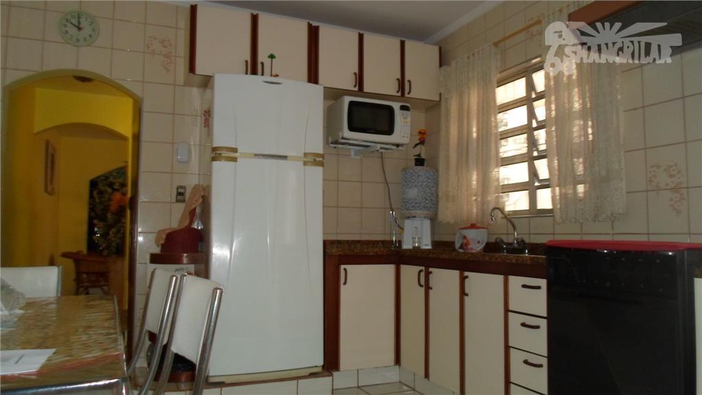 """sobrado piraporinha. 3 dormitórios, uma suíte c/ hidro, """"closet"""", 1 lavabo, 1 banheiro social, copa, cozinha..."""