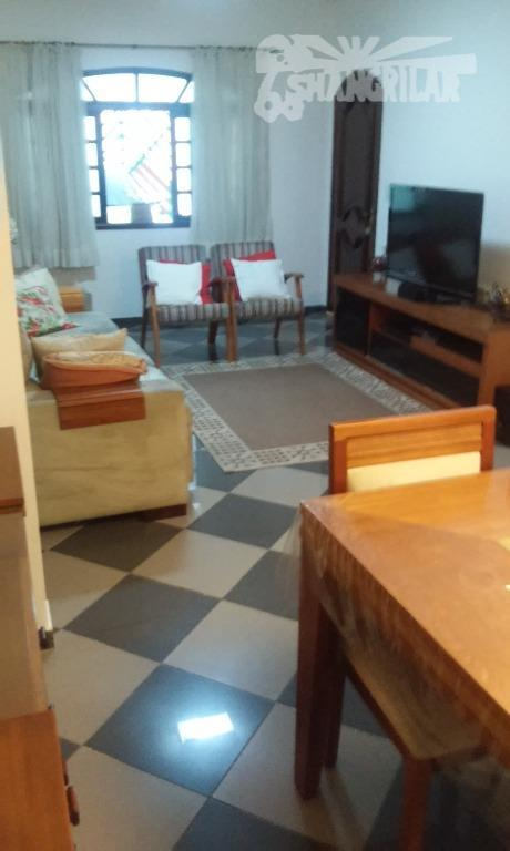 Casa 3 Dormitórios em Piraporinha, 2 vagas garagem.