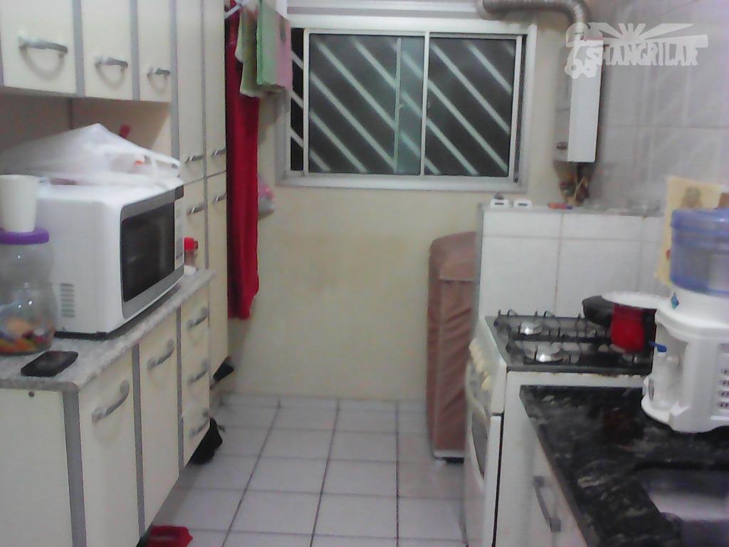 apartamento de 2 dormitórios. sala, cozinha, área de serviço, banheiro, garagem, gás encanado.fácil acesso para litoral-rodovias...