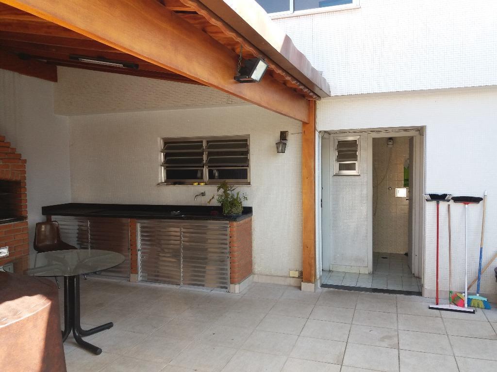 casa alto padrão, necessitando de modernização, local estritamente residencial, construção solida, ótima localização, jardim saúde/sp. área...