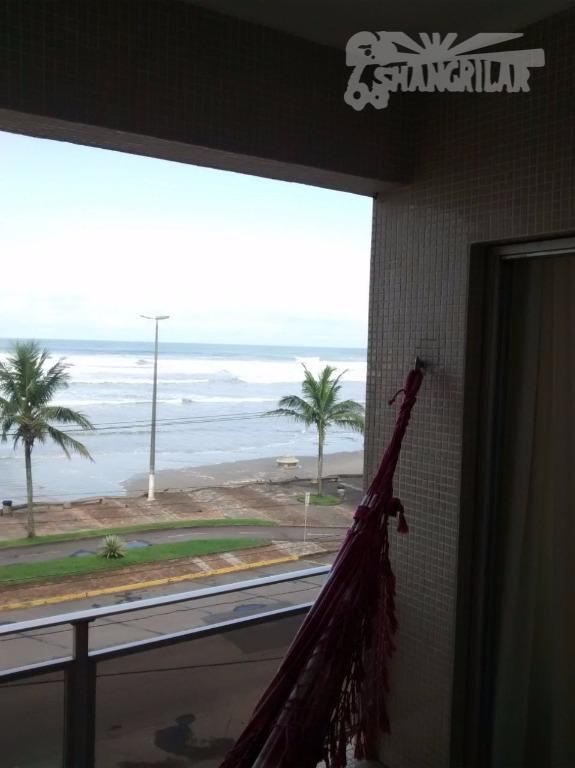 apartamento totalmente reformado, ótima localização (próximo da feirinha de artesanato), vila caiçara, praia grande/sp. todas as...