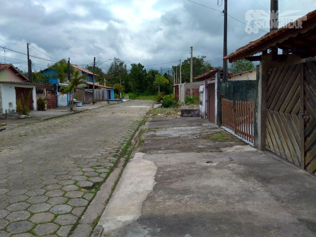 casa localizada no balneário itaóca, mongaguá/sp., próximo ao material de construção licimar. área do terreno 125,00...