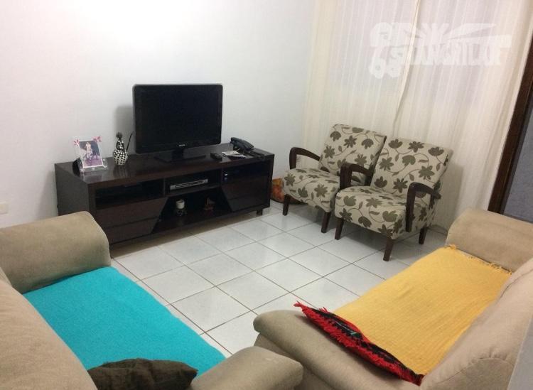 Casa Térrea, 2 Dormitórios (1suíte), Sala, Cozinha, Área de Serviço, 2 Vagas de Garagem e Edícula