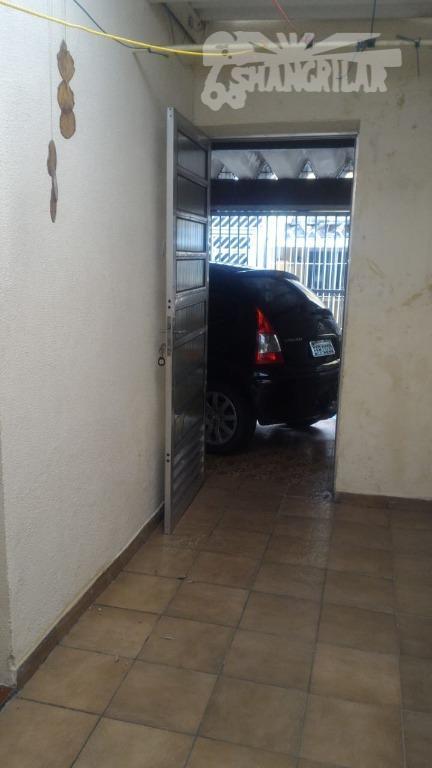 sobrado com 3 dormitórios, sala, copa e cozinha,2 banheiros, 1 vaga de garagem, corredor lateral, área...