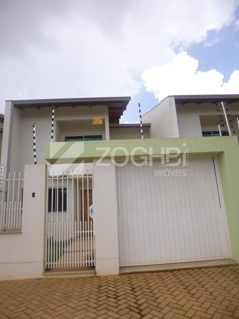 casa estilo sobrado com 156m² de área construída composta de sala dois ambientes, lavabo, cozinha, jardim...