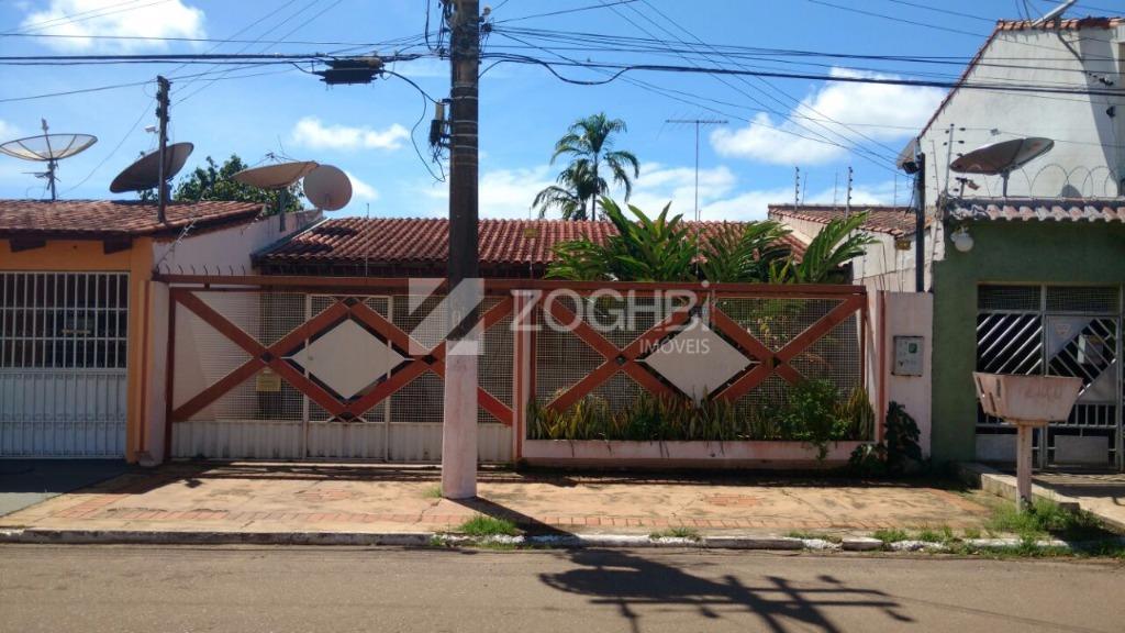 casa em ótima localização, a 50 metros da avenida jatuarana, próxima de supermercados, postos, lojas e...