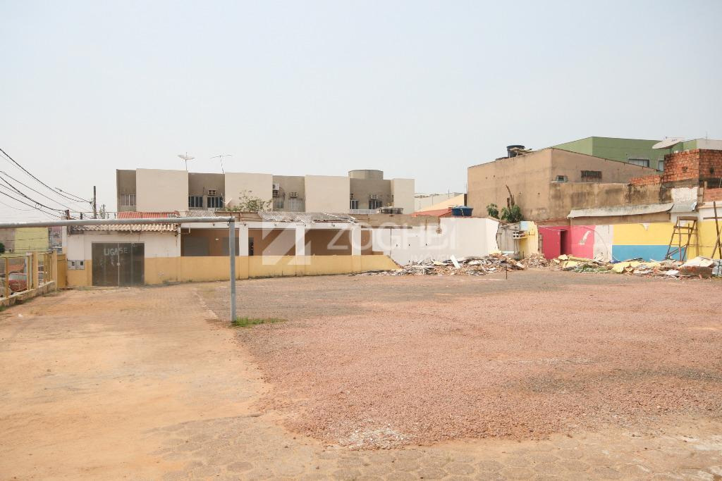 excelente oportunidade de negócio!!! localização central e de fácil acesso, imóvel compondo 03 terrenos com o...