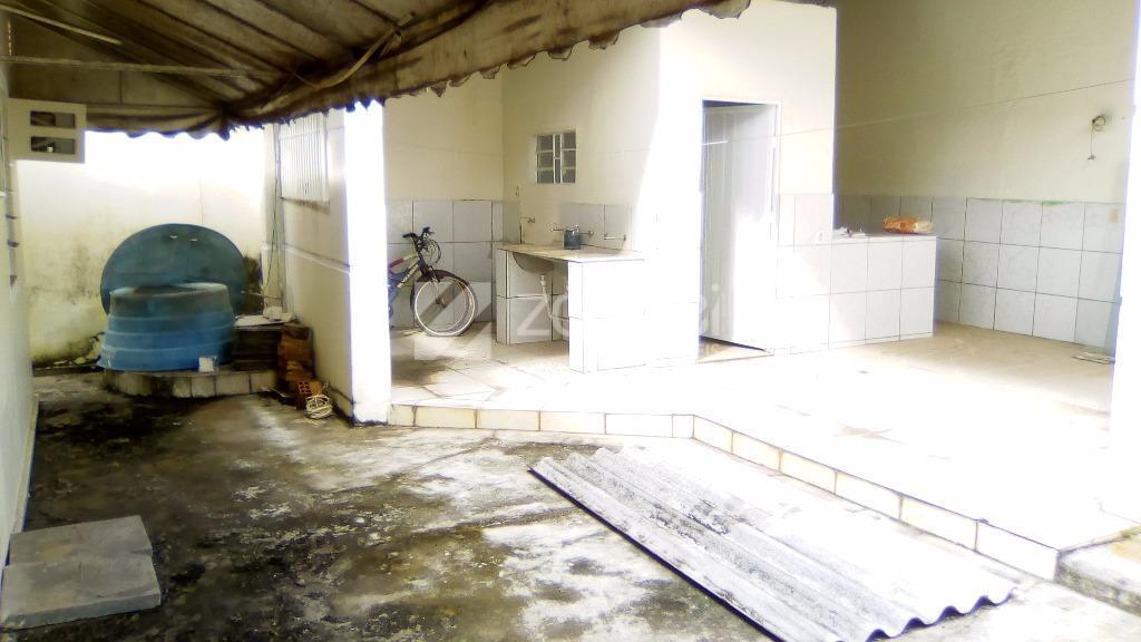 ótima localização com 3 quartos sendo 01 suíte com hidromassagens, 2 banheiros social, sala, cozinha, edícula,...