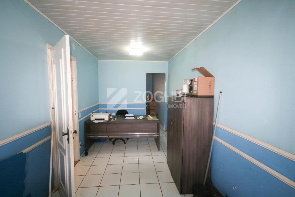 ótima casa com 226m2 de área construida com escritório, 02 salas, 02 suítes, 01 quarto, 03...