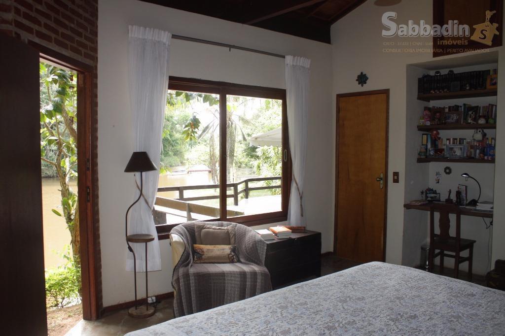 propriedade com 25.167,00m², 90% planos, casa composta de: sala de estar com lareira, 02 quartos, cozinha...