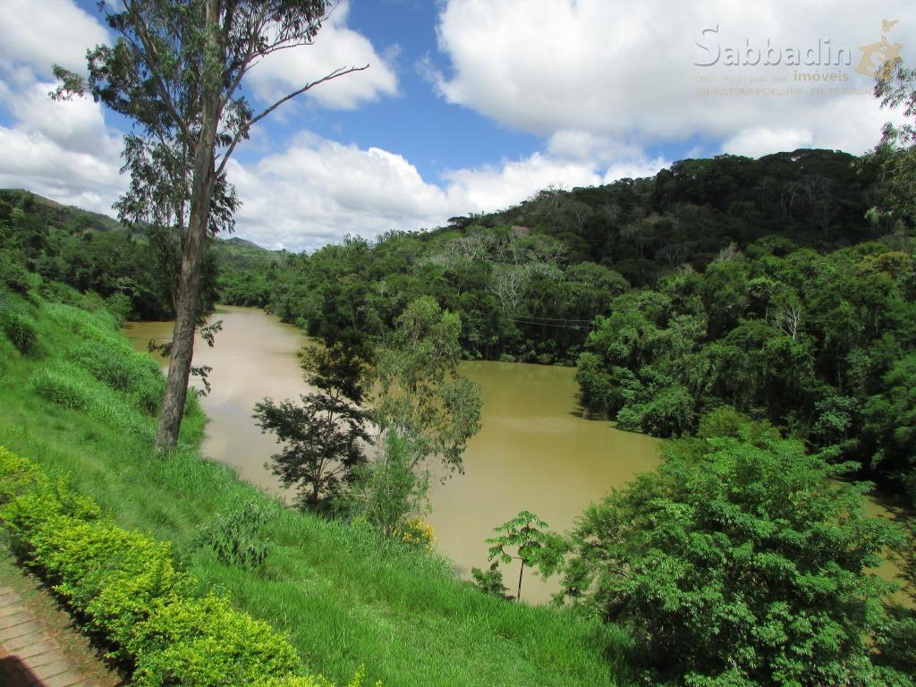 charmosa propriedade rural com 21.000 m² de ótima topografia e bonito paisagismo, além de diversas árvores...