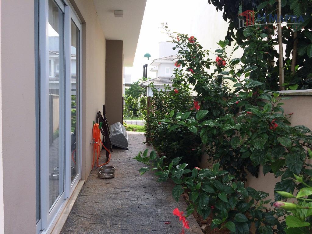 residência em condomínio fechado em local de ampla valorização no campeche! belíssima casa de alvenaria com...