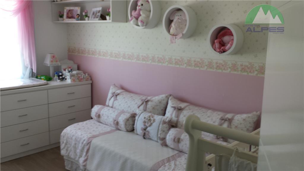 lindo sobrado em condomínio de alto padrão, com 3 quartos sendo 1 suíte, com armários, sala...
