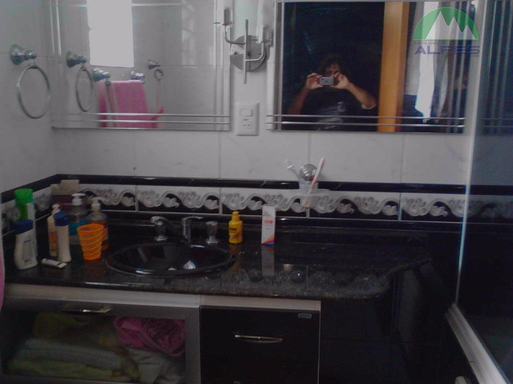 : vendo um sobrado com 04 quartos,sendo uma suite com banheira hidromassagem,cozinha,sala,uma pequenasala para escritório,e 02...