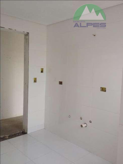 possui três apartamentos com dois dormitórios sendo um suíte, sala, cozinha, lavanderia, banheiro social, espaço para...