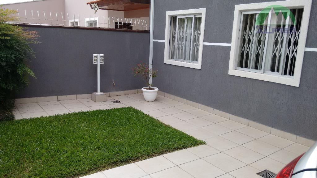 lindo sobrado, em lugar privilegiado, com aproximadamente 150 m² de área construída, de frente para rua....