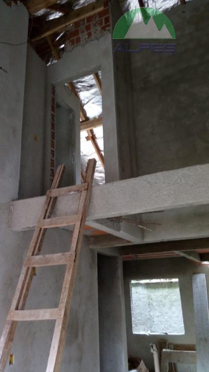 casas sendo 03 quartos com suíte ., diferencial 2 quartos na parte térrea com banheiro social.,...