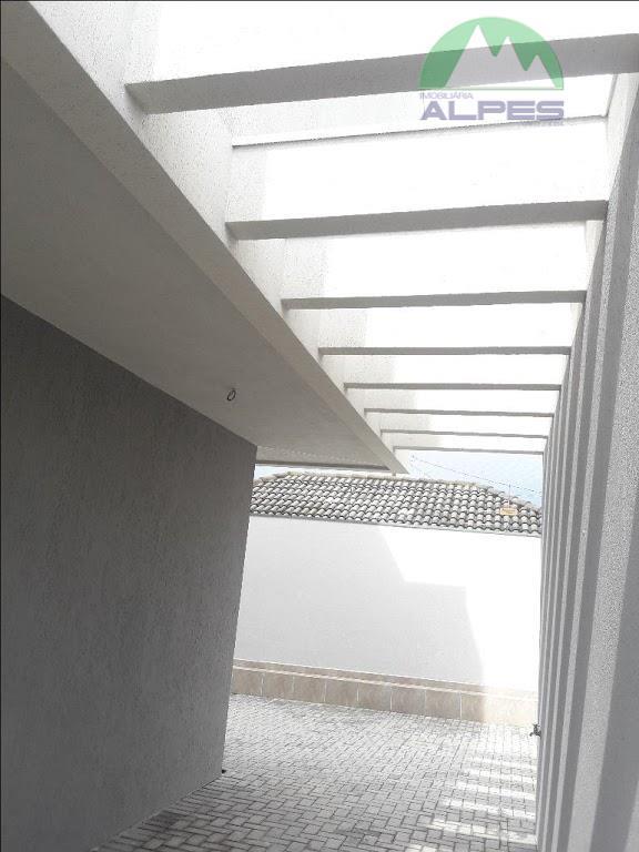 sobrado em condomínio, contendo 4 dormitórios sendo 02 suítes , bwc social, ático , lavabo com...