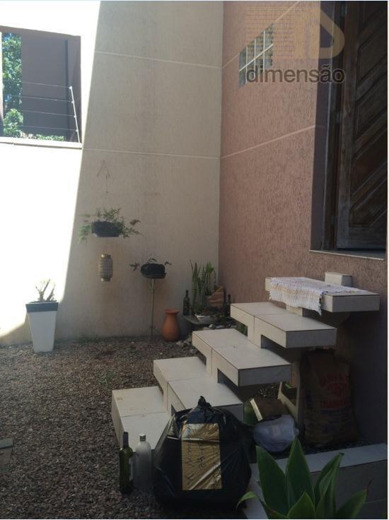 excelente sobrado triplex em ótima localização no bairro água verdesubsolo:garagem, lavanderia.térreo:ampla sala para 2 ambientes com...