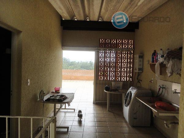 casa, bem localizada com garagem para 02 carros, portão automático, sala 02 ambientes, cozinha com planejados,...