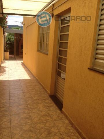 casa térrea com 2 dormitórios, sendo 1 suite com closet e hidromassagem, 2 salas, quintal, churrasqueira...