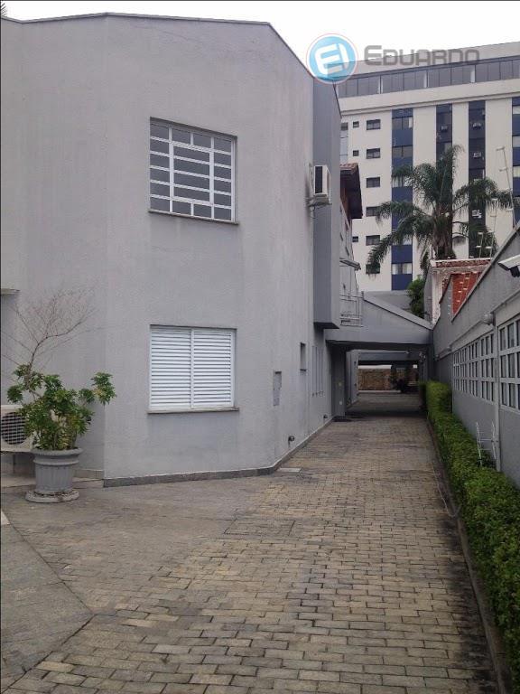 excelente casa comercial com aproximadamente 1000m². estacionamento para 8 carros, sacada, amplo pátio, churrasqueira e piscina,...