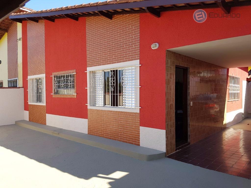 casa térrea recém reformada, ótima localização em rua asfaltada, 100 metros da praia, casa geminada com...