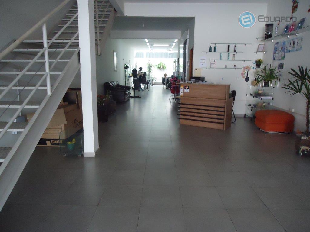 salão comercial no centro da cidade, sobrado com piso acima, contendo 2 banheiros na parte superior...