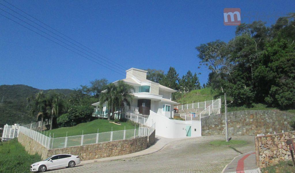 Belíssima Casa, ampla, moderna, ensolarada, bem localizada no Itacorubi, Florianópolis.