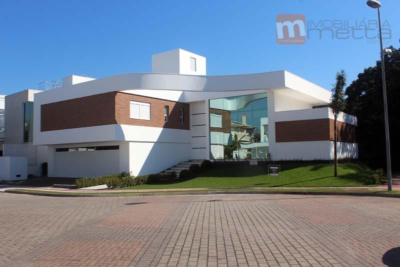 A mais nova residência  pronta para venda no loteamento Amoraeville II - Jurerê Internacional
