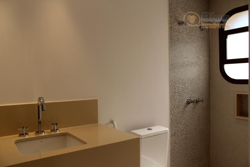 apartamento 01 por andar com hall social privativo. sala para 3 ambientes, varanda com vista para...