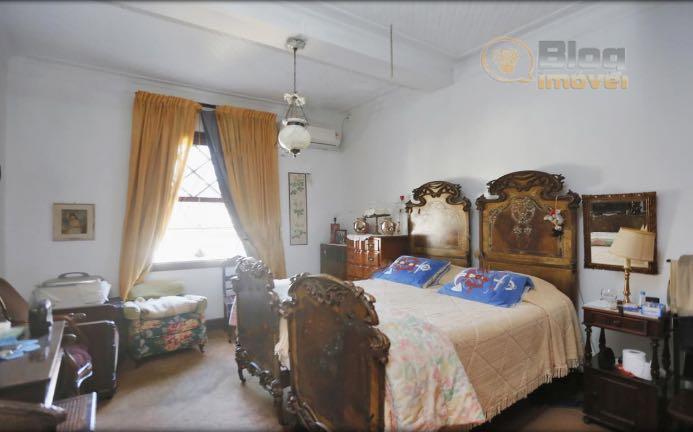 casa térrea com sótão, estilo normando, com 350m² de área construída e 540m² de terreno no...