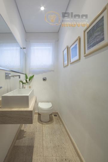 sobrado com bom aproveitamento da luz natural, piso em tacos de madeira (ótima conservação), sistema de...