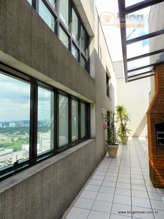apartamento em andar intermediário, com boa vista de mescla urbana e vegetal, ar condicionado na maioria...
