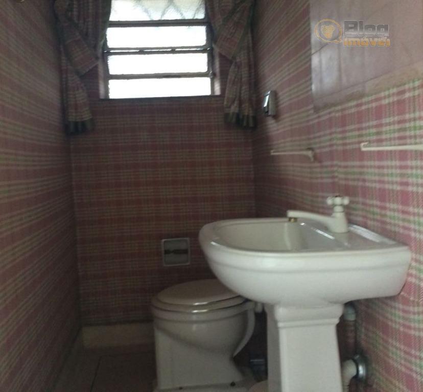 casa situada em umas das melhores ruas do pacaembu com segurança 24hrs, com boa iluminação natural,...