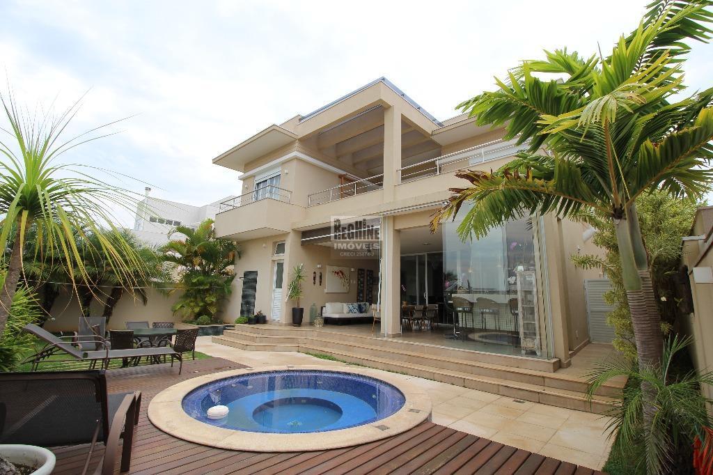 Alphaville D. Pedro - Linda Casa em ótima localização no Condomínio!  Rua tranquila e próxima a uma linda praça...