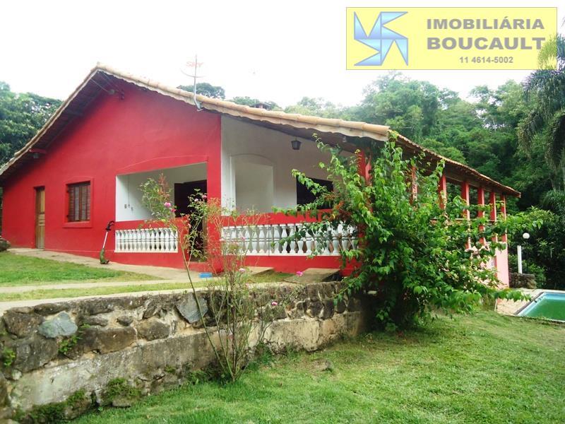Casa fora de condomínio em Mairinque - SP.