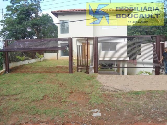 Casa em residencial envolto pela natureza - Cotia - SP.
