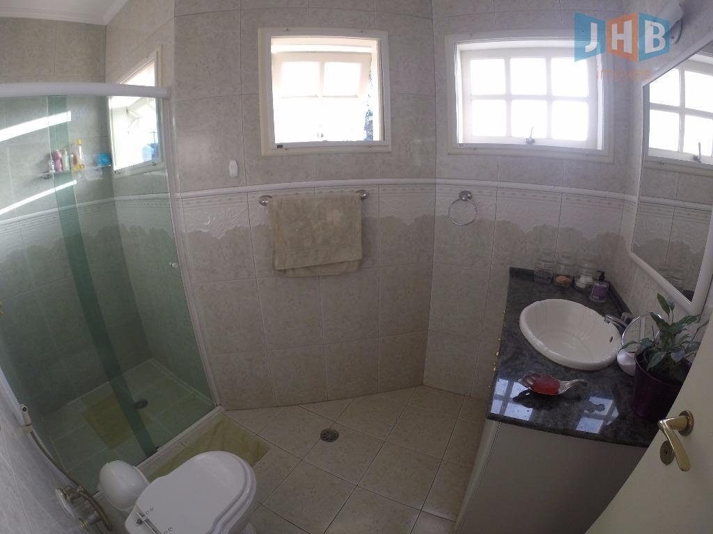 4 dormitórios sendo 3 suítes e duas com closet, sala 3 ambientes,lavabo, wc social com box...