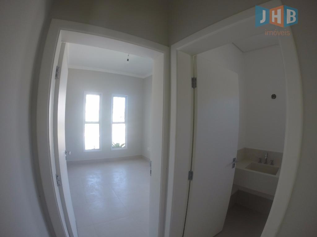 5 suítes, sendo 1 com closet e hidro e 4 com sacada, sala 3 ambientes, lavabo,...