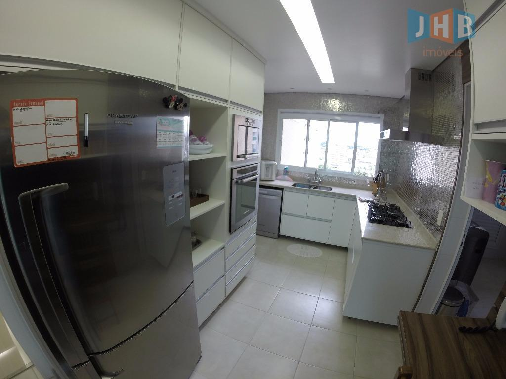 3 suítes com armários sendo 1 closet, sala 3 ambientes com armários, varanda gourmet, lavabo, wc...