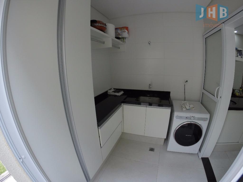 3 suítes sendo 1 closet, sala 3 ambientes, sacada, escritório, wc social com box e gabinete,...