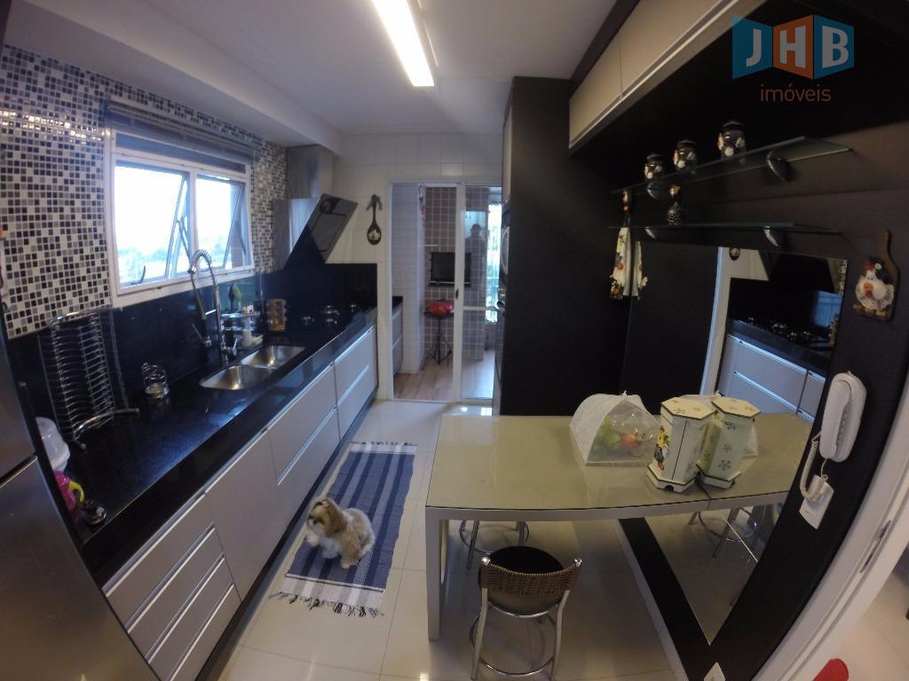 3 dormitórios com armários sendo 2 suítes e 1 closet, sala 2 ambientes com armários, varanda...