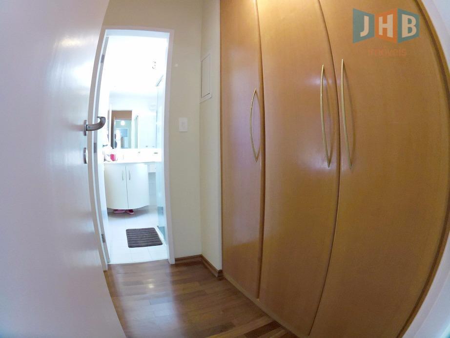 4 dormitórios com armários sendo 1 suíte, sala 2 ambientes com armários, sacada, lavabo, wc social...