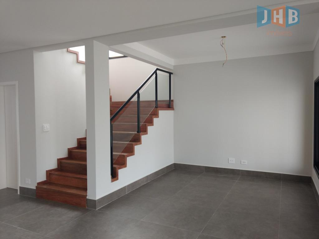 pavimento superior: 4 dormitórios, sendo: 1 suíte máster com closet e sacada; 1 suíte e dois...