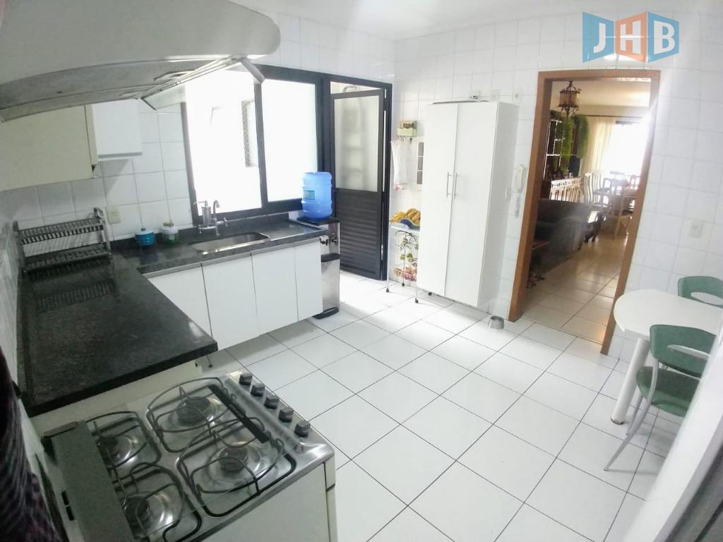 4 dormitórios com armários sendo 1 suíte e 1 closet, sala 3 ambientes, varanda gourmet, escritório,...