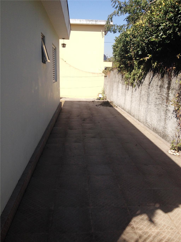 Casa  térrea, próximo a Av. Mutinga