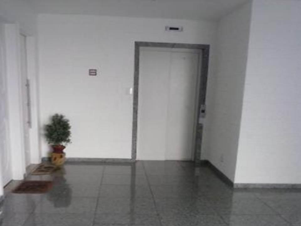 apto 2 dorms, sendo um planejado, sala 2 ambientes, cozinha planejada, wc com box e armários...