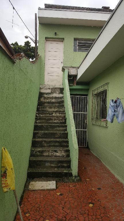 casa térrea com 02 dormitórios, sala, wc., cozinha, lavanderia, quintal e garagem para 2 autos, terraço;