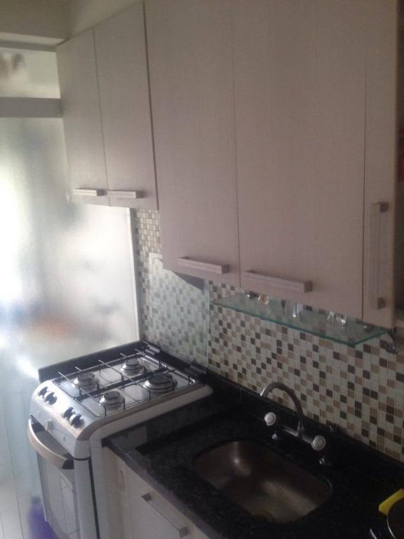 apartamento em ótimo estado com dorms., cozinha americana, area de serviço e wc em piso frio...
